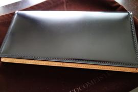 透明感のある艶が不思議な魅力!ココマイスター・コードバン長財布「ハイフライヤー」レビュー