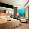 香港の手ごろな価格のハーバーニュー100万ドルの夜景が見れるホテル