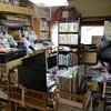 部屋の模様替え(まずは新聞と本棚の移動)