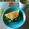 クアトロフォルマッジ、モダレラハム、レモングリーンのサンドイッチ風トルティーヤ。