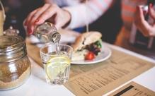 外国人の同僚をランチや飲みに誘うときの注意点と仲よくなれる英語表現