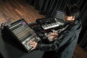 佐藤公俊(Mother Tereco)× KORG SoundLink MW-1608 〜音の練達が使い始めたハイブリッド・ミキサー