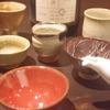 日本酒とお猪口 三ノ宮の地鶏水炊き鍋は安東
