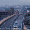 飛び立つ飛行機を大阪国際空港(伊丹空港)を遠景(箕面市瀬川の駐車場)から写しました。