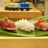 豊洲の「寿司処やまざき」で本日のオススメ5カンセット、お刺身(ハタ、北寄貝)。