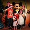 【TDR】ミッキーの家の中での静かな攻防!?東京ディズニーリゾート子育て~思春期編(。-`ω-) ~2017年6月旅行記【31】Disney時事ネタ通信『ミッキー生誕90周年記念販売のソファーについて』