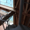 壁と窓と螺旋階段