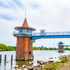 江戸川を渡る時に見える、とんがり帽子と丸い帽子の取水塔。葛飾区 金町浄水場第2第3取水塔
