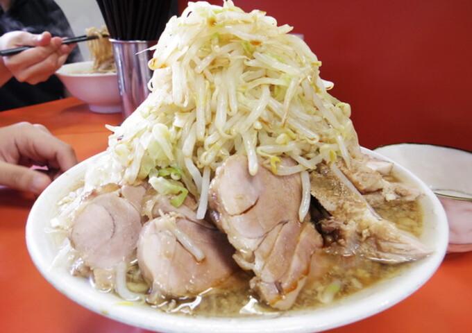 オタク男性の多くが大食い/ドカ盛り好きであることに気づいた