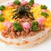パーティーにいかがですか?肉そぼろと炒り卵のちらし寿司ケーキのレシピ