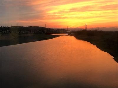 陽が長くなったなぁ(╹◡╹)〜電車から綺麗な夕焼けが見えました〜