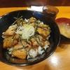 大森海岸【串焼き 勝】豚バラ鶏皮ハーフ丼 ¥670+大盛 ¥80