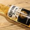 コロナビールとは?味、飲み方、値段を紹介|カットライムを沈めて楽しむライトなビール