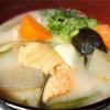 寒い日には【鮭の粕汁】で体の中から温めよう! 酒粕は女性に嬉しい食材です♪