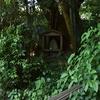 小川のそばにまつられる庚申塔 福岡県福津市内殿