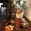 素敵なクリスマスの飾り付けと限りある資源を浪費する先生