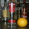 『ウォッカ』ロシアなどで造られる、無味無臭の蒸留酒。カクテルベースに重宝します。