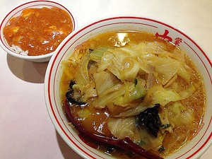 蒙古タンメンが辛くて無理と感じる場合は、味噌タンメン+マーボー丼の組み合わせがおすすめ