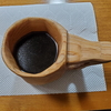 ククサにコーヒーを入れて気になる木について
