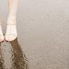 【恋愛】足の向きで分かる!?つま先が示す相手の本音とは