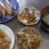 幸運な病のレシピ( 966 )朝:レバ甘酢あん(長ネギと合わせ仕立直)、唐揚げ卵とじ(カツ丼頭風仕立直)、白子味噌汁(大根&なばな)、カレイ煮付け、鮭