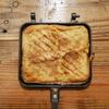 常温保存ができるアーモンドミルクを使ってアウトドア向きな「フレンチトースト」を作ってみた【ホットサンドプレートレシピ】