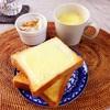 チーズトースト、玉ねぎサラダ、コーンポタージュ。