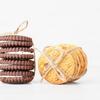 《お菓子とデザイン》ラ・トリニテーヌ、爽やかなブルーをバックに王冠を被った猫のかわいいお菓子缶など3選
