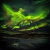 オーロラが描く夜空の絵を見事にとらえたアイスランドの写真家の作品が秀逸