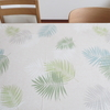 ダイニングテーブルとテーブルクロス