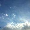 薄明光線なのか、薄雲なのか。