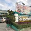 Superstore のお店、毎週水曜日は全商品10パーセントオフです。