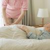 親が肺炎の疑いで入院します。肺炎は風邪の症状が重くなったものなのでしょうか?誤嚥性肺炎は普通の肺炎とは違いますか?入院は長引くのでしょうか。よくわからず不安です。教えてください。