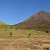 岩峰の双耳峰を持つ由布岳