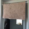 脱衣所の突っ張り棒を使った空間利用。ちょっとした工夫で掃除ストレス減!