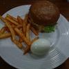 お手頃価格の本格バーガー - クラシックバーガー(The Classik Burger) - (ビエンチャン・ラオス)