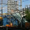 神宮前駅跨線橋解体進む。その1