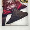 マクドナルドの「プレミアム三角チョコパイ ヘーゼルナッツ」を食べました。