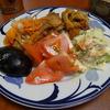 幸運な病のレシピ( 581 )朝;ポテトサラダ、モツ煮仕立直し、二日目のアジのマリネの旨いこと!