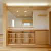 【造作本棚】キッチンカウンター下のスペースを有効活用