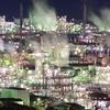 山の上からの工場夜景