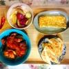 サーモン酢豚風、さつまいも素揚げ、餃子、玉子焼き