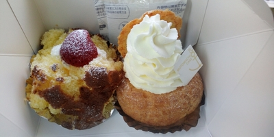 大好きなスイーツ2個ありまして勇気を出して買いました「元町ケーキ」ざくろ&シューパフェ、ついに待ちに待った夢の組み合わせ!!