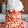 苺マウンテンパンケーキ♡綿菓子で素敵演出