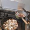 幸運な病のレシピ( 157 ) 朝 小女子、なめこ肉豆腐、牛肉根菜、汁は昨日の残り