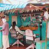 インドの味あるローカル床屋