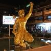 タプラヤロード交差点にある金色の猿の化身像の名は、ハヌマーンではなく、その息子のマチャヌ画」正解