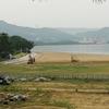 唐津市の西の浜を整地しています