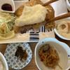 福岡市東区馬出九大病院前、「アジフライたるたる食堂」で肉厚アジフライ定食を食べたおじさん。