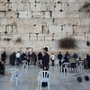 中年男性がユダヤ教、キリスト教、イスラム教の聖地イスラエルはエルサレムへ